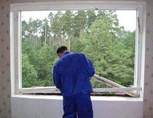 Демонтаж деревянного окна